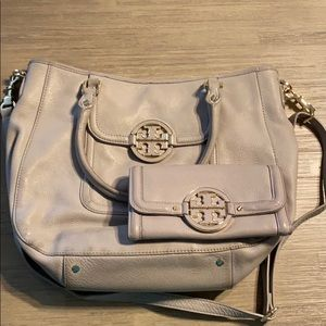 Tory Burch Amanda messenger tote with wallet